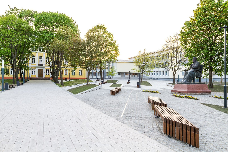 Rygiškių Jono gimnazija Marijampolėje. Autoriai: G.Vieversys, S.Vilutė, A.Byčenkovas.<br>S.Juškevičiaus nuotr.