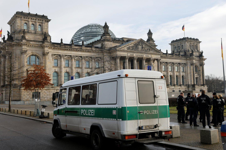 Berlyno generalinė prokuratūra pirmadienį pranešė, kad suimtas vyras, kuris, kaip įtariama, susprogdino bombą gyvenamojo namo kieme Vokietijos sostinės Šionebergo rajone.<br>Reuters/Scanpix nuotr.