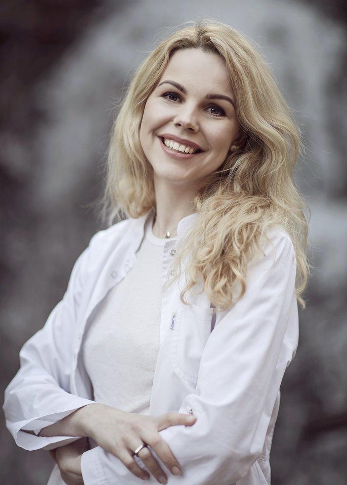 Akušerė ir žindymo specialistė Ieva Girdvainienė primena, kad patarinėti mamos, kaip žindyti gali tik medicininį ar specialų išsilavinimą turintys žmonės.<br>Asmeninio albumo nuotr.
