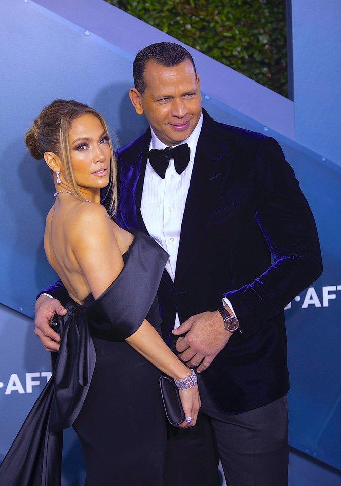 Karantinas paveikė Jennifer Lopez su sužadėtiniu Alexu santykius.<br>Scanpix/ZP nuotr.