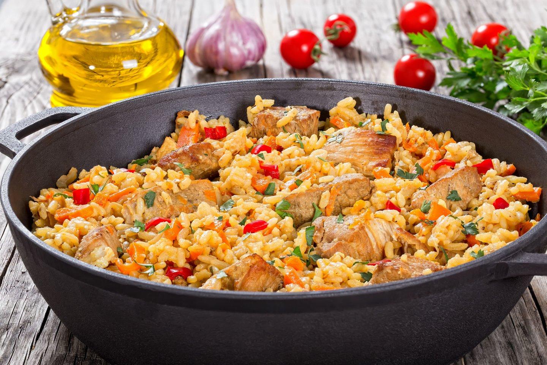 Vištienos troškinys su ryžiais.<br>123rf nuotr.