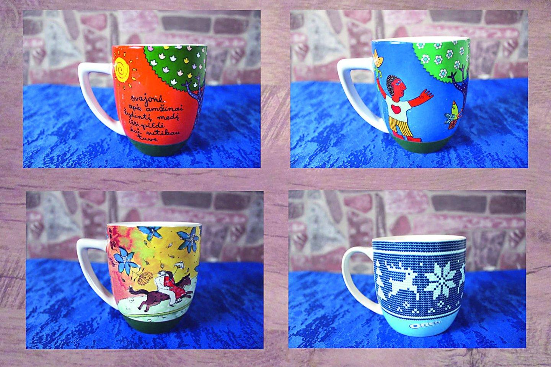 Raseiniškės namuose yra per 70 puodelių su įvairiausiais logotipais ar dekoruotų dailininkų.<br>Nuotr. iš asmeninio albumo