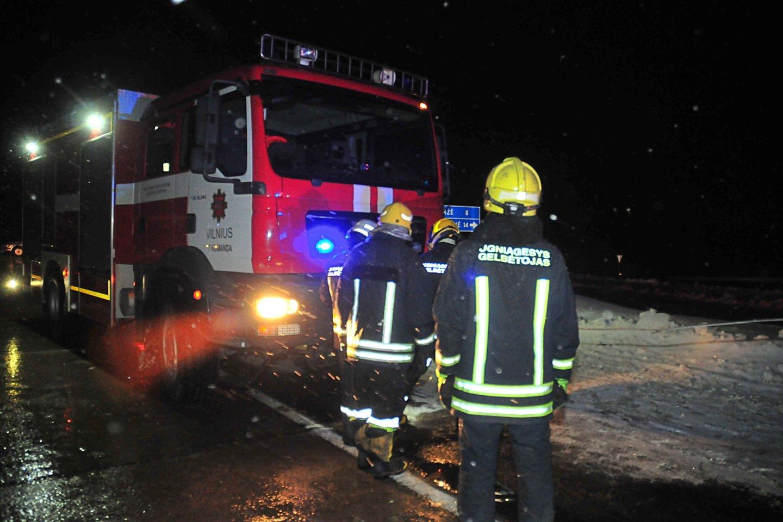 Šlapią sniegą tuntais verčianti žiema – bėda greitųjų pagalbų ekipažams.<br>A.Vaitkevičiaus nuotr.