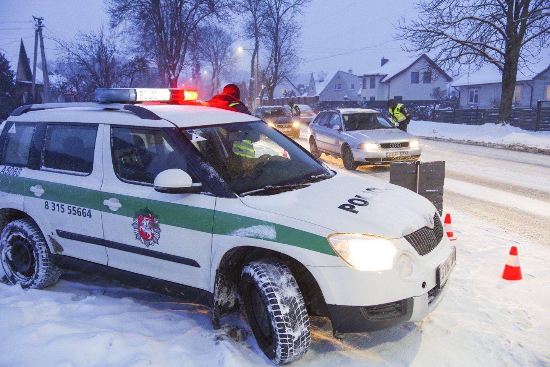 Pareigūnai Pasvalio rajone paėmė per pusšimtį netinkamai laikomų šunų ir kačių.<br>V.Ščiavinsko nuotr.