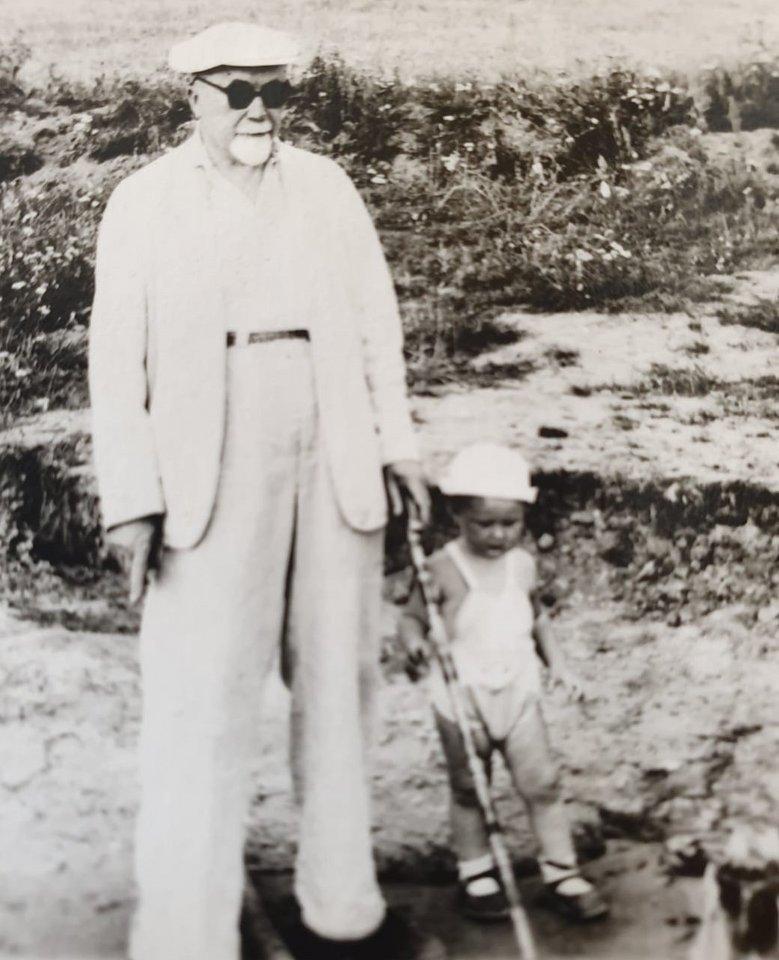 Liudas Mažylis su seneliu, profesoriumi Pranu Mažyliu.<br>Asmeninio albumo nuotr.
