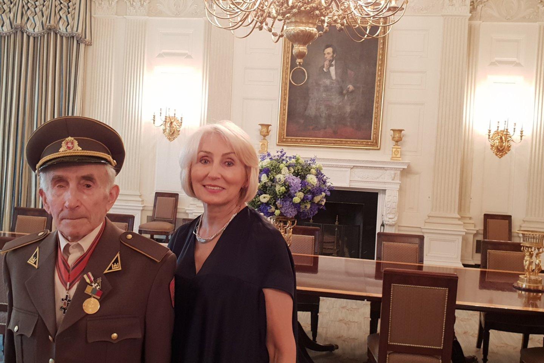 Prieš kelis metus Juozas Jakavonis su dukra lankėsi JAV, kur pasakojo apie Adolfą Ramanauską-Vanagą.<br>Asmeninio archyvo nuotr.