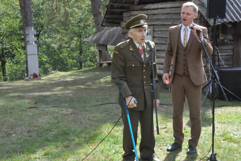Prie bunkerio su solistu Liudu Mikalausku.<br>Asmeninio archyvo nuotr.