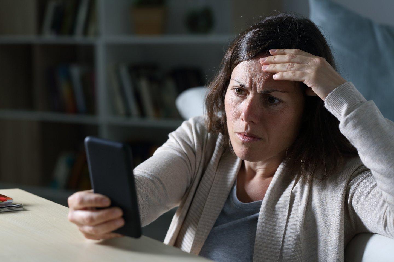 60-metį atšventusi moteris nustėro perskaičiusi savo sveikinimus.<br>123rf.com asociatyvi nuotr.