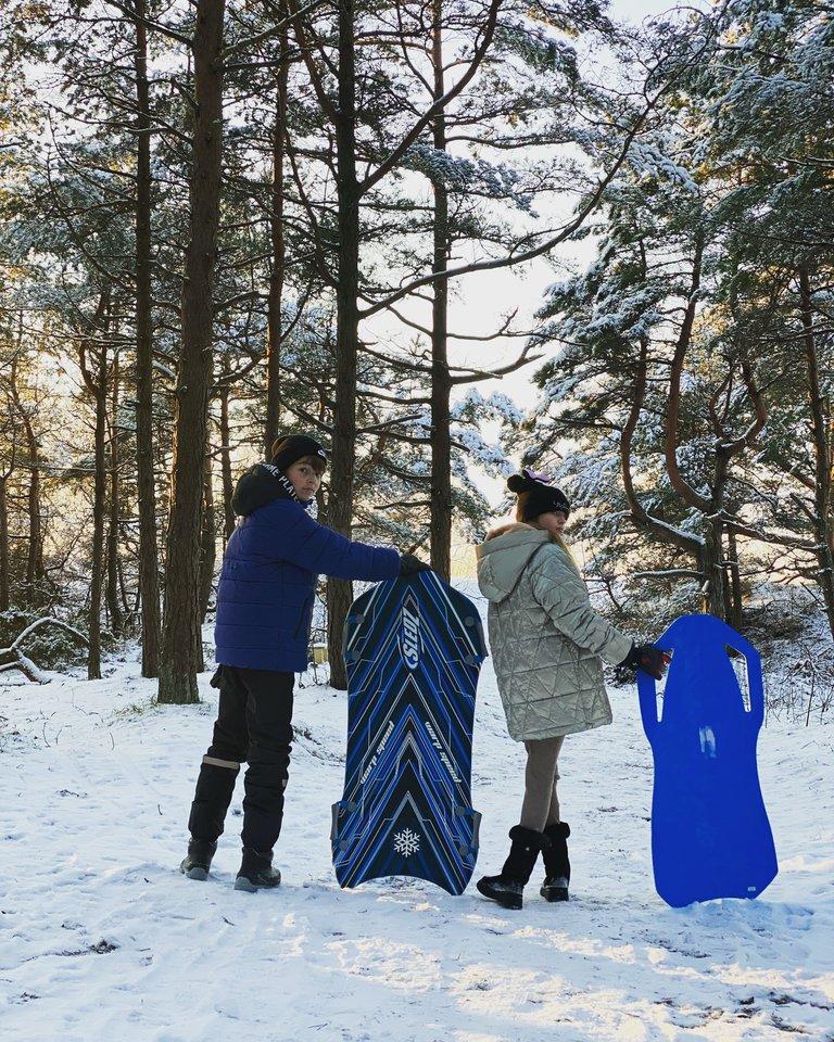 N.Mažeikienės šeima žiemos malonumais mėgaujasi net spaudžiant keliolikos laipsnių šalčiui.<br>Asmeninio archyvo nuotr.