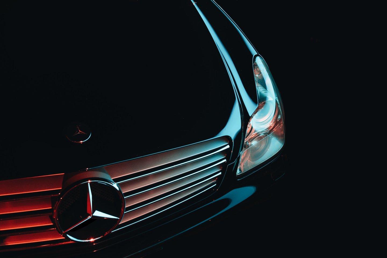 """""""Mercedes Benz"""" koncernas Europoje turės nemokamai ir skubiai remontuoti beveik pusantro milijono savo automobilių.<br>www.unsplash.com nuotr."""