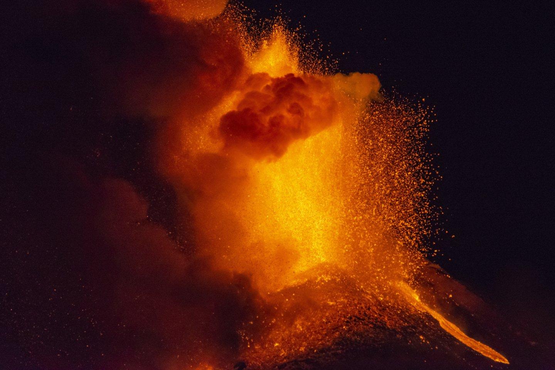 Sicilijoje išsiveržė Etnos ugnikalnis.<br>Scanpix/AP nuotr.