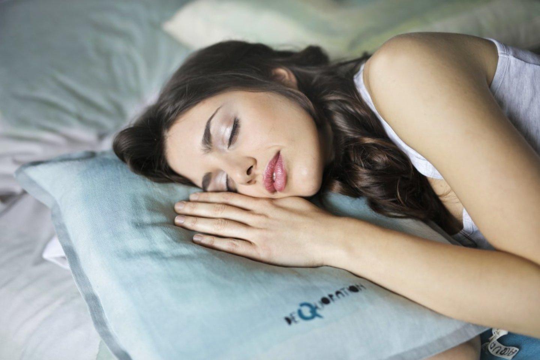 Mokslininkai mano atsakę į klausimą, ar kavą kenkia miego kokybei?<br>Unsplash nuotr.