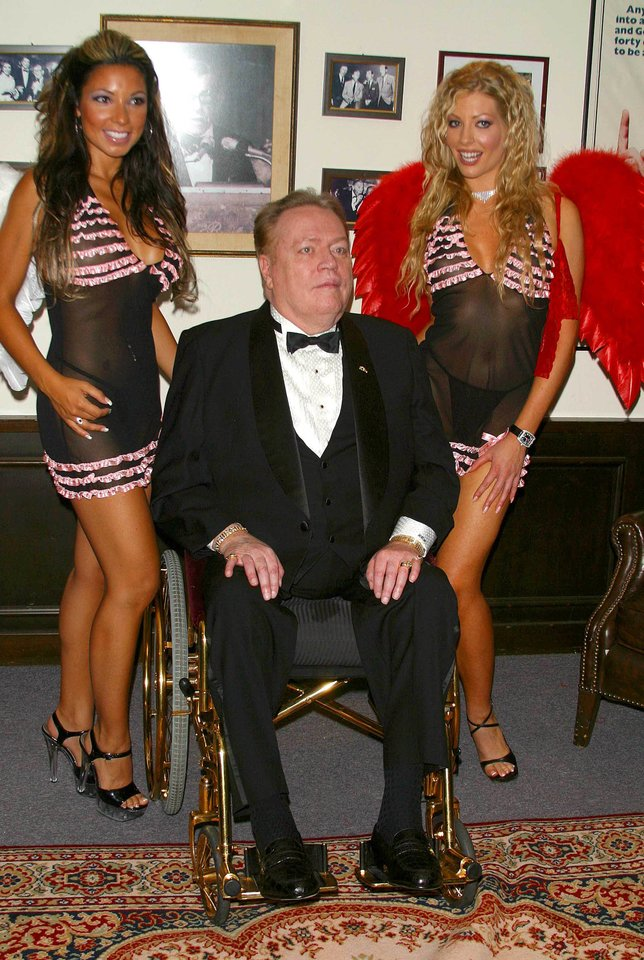 Puolusių Angelų miestu vadinamame Los Andžele mirė JAV pornografijos magnatas Larry Flyntas (1942–2021).