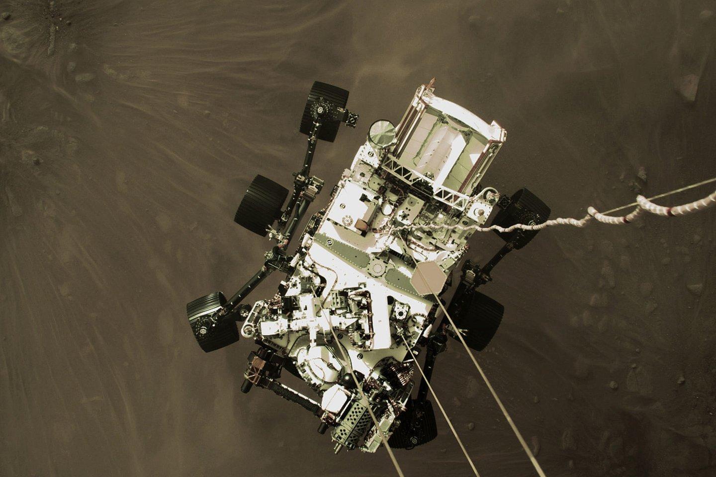 """NASA penktadienį paskelbė daugiau naujų nuotraukų iš Marso, kurias atsiuntė """"Perseverance"""".<br>NASA/Scapnix nuotr."""