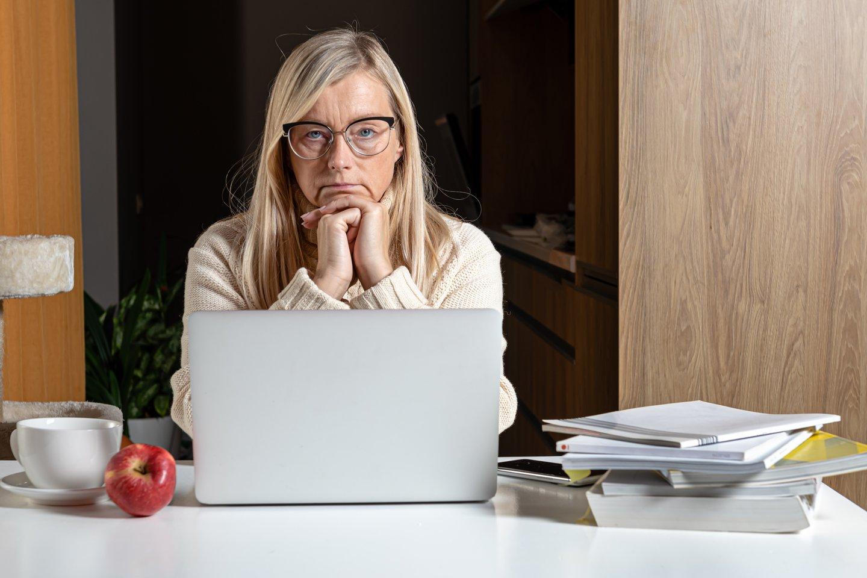 Sunkiai po skyrybų atsigavusią moterį sužavėjo virtualus romanas su vyru, kuris, paaiškėjo, yra kalintis asmuo.<br>123rf.com asociatyvioji nuotr.