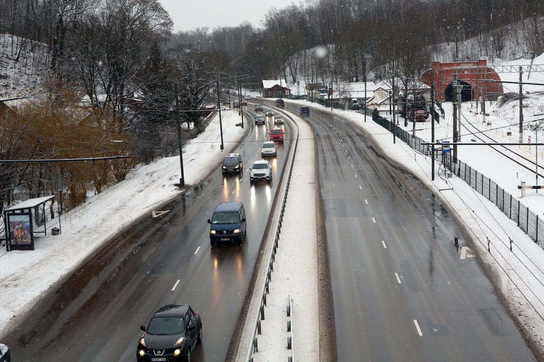 Šių metų pradžioje rekordiškai daug automobilių vairuotojų susidūrė su problema, kad negali užvesti savo transporto priemonės.<br>M.Patašiaus nuotr.