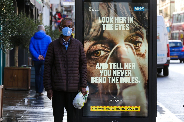 Remiantis D.Britanijos vyriausybės dokumentais, vasario 17 d., genų sekoskaitos būdu šalyje buvo nustatyti 46 naujo varianto atvejai.<br>Zumapress / Scanpix nuotr.