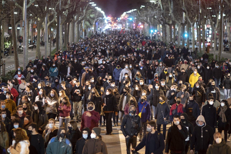 Visame pasaulyje toliau verdant diskusijoms dėl žodžio laisvės ir plintant kaltinimams dėl kišimosi į kultūrą, praėjusią savaitę Ispanijos gatvėse kilo nauja protestų banga.<br>AP/Scanpix nuotr.