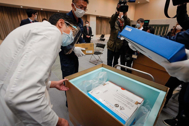 Pasaulio sveikatos organizacijos (PSO) vadovas pirmadienį sukritikavo turtingesnes valstybes dėl nenoro dalintis vakcinomis skurdesnėmis šalimis.