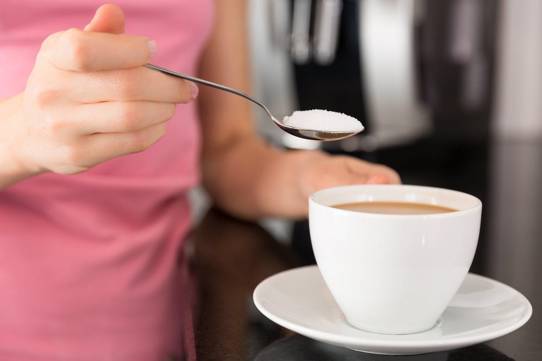 Aistra šokoladams ir saldumynams kenkia virškinimui ir imuninei sistemai, nes didelės cukraus dozės blogina naudingų vitaminų ir mikroelementų pasisavinimą.<br>123rf nuotr.
