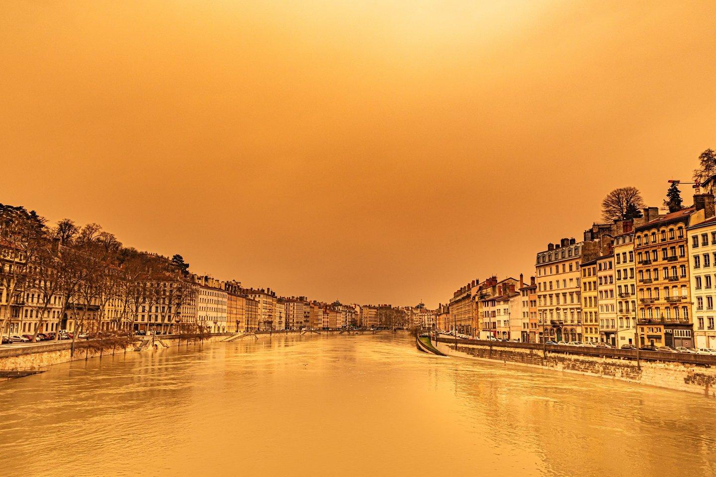 Europą užklups Sacharos dulkių debesis.<br>Scanpix/Sipa/ZP/Reuters nuotr.