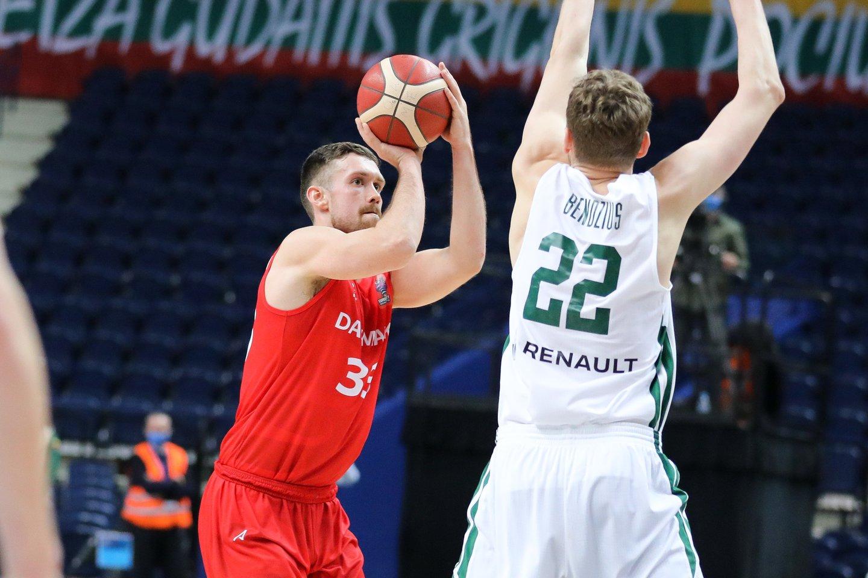 Žūtbūtinėje kovoje danai turėjo pripažinti Lietuvos krepšininkų pranašumą.<br>T.Bauro nuotr.