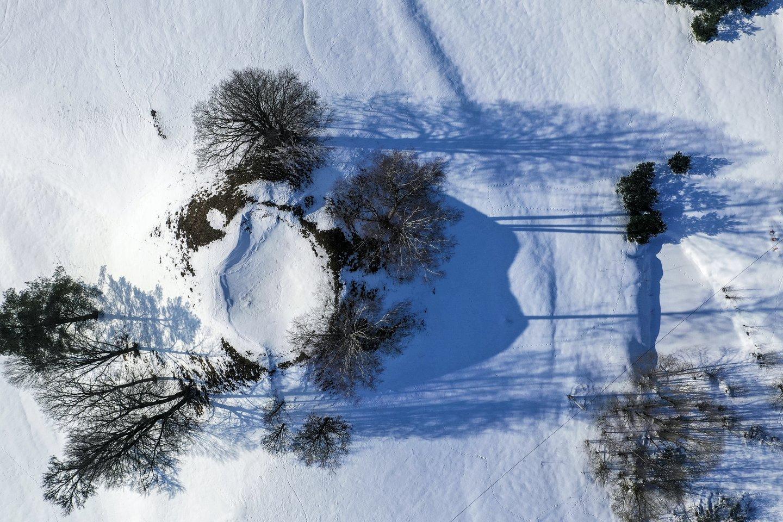 Žiema,sniegas,miškai,laukai,Lavariškių piliakalnis,orai<br>V.Ščiavinsko nuotr.