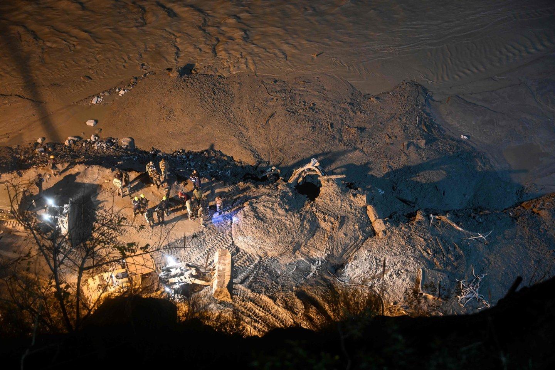 Vasario 9d. dėl Chamoli ledyno griūties kai kurias Indijos Himalajų kalnyno dalis užplūdo potvynis – kuris sunaikino ir Tapovano užtvanką ir nusinešė dešimčių žmonių gyvybes.<br>AFP / Scanpix nuotr.