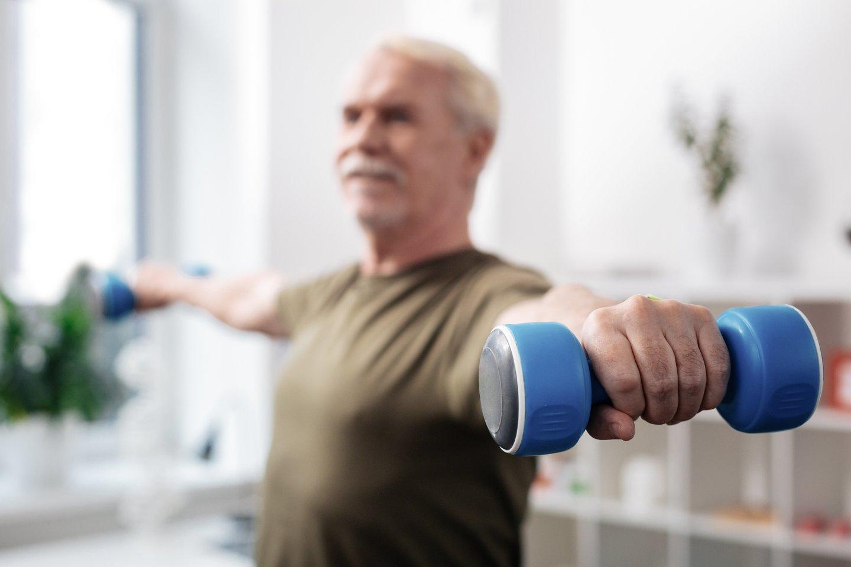 Tyrimais įrodyta, kad sportuojantys išvengia ne tik fizinės sveikatos bėdų, bet ir nuveja šalin nerimą, yra mažiau linkę į depresiją.<br>123rf.com nuotr.