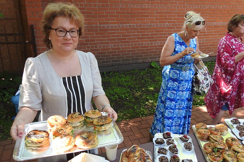 Žydų tradicija – per šventes vaišinti draugus, svečius, kaimynus.<br>G.Pilaičio nuotr.