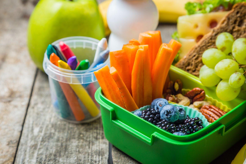 Vaikai mėgsta valgyti akimis, todėl tėvai turėtų pasistengti, kad maistas būtų ne tik sveikas, bet ir įdomus.<br>123rf.com asociatyvi nuotr.