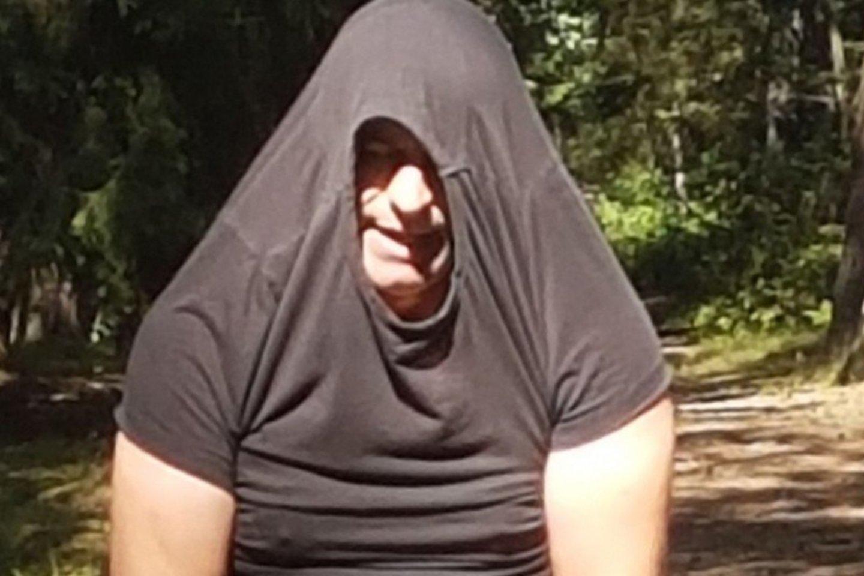Drąsi moteris užfiksavo Klaipėdoje prie Vasaros estrados siautėjusį ekshibicionistą.<br>Skaitytojų nuotr.
