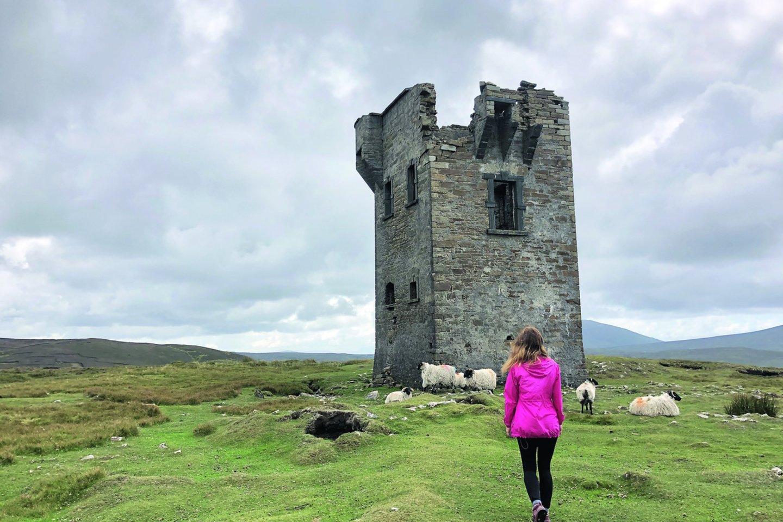 Šiuo metu Airijoje su draugu Andre įsikūrusi Karolina jaučiasi laiminga – dirba mėgstamą darbą ir neatsistebi gražia gamta – uolomis, Atlanto vandenyno bangomis.<br>Asmeninio archyvo nuotr.
