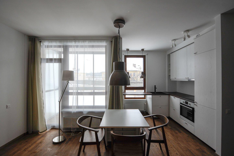 Kai kurios tendencijos ryškėja: atsiranda didesnio ploto, papildomų patalpų, darbo vietos poreikis, noras namuose ar greta jų turėti daugiau gamtos (neatsitiktinai išaugo santykinė balkono ar terasos namuose bei suplanavimo svarba).<br>V.Ščiavinsko nuotr.