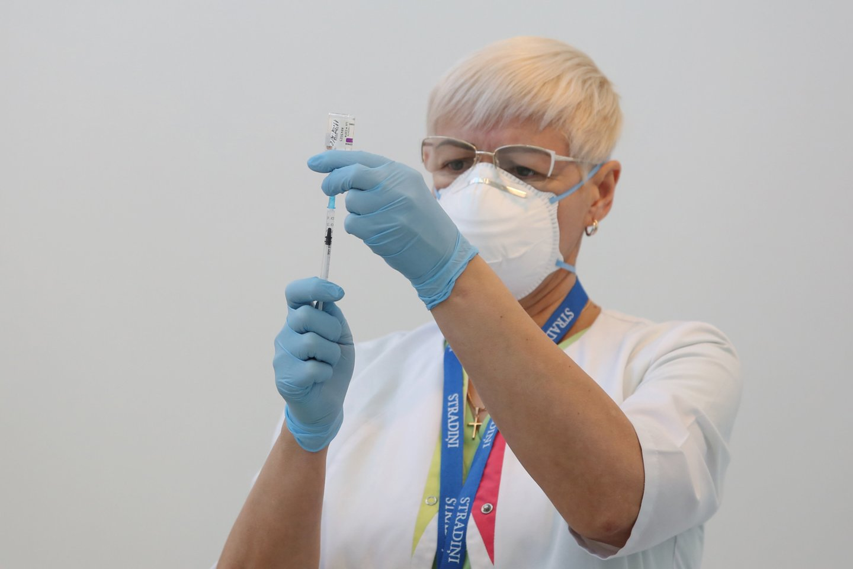 Valstybinė vaistų kontrolės tarnyba (VVKT) gavo informacijos, kad po vakcinacijos buvo fiksuotas mirties atvejis.<br>Reuters/Scanpix nuotr.