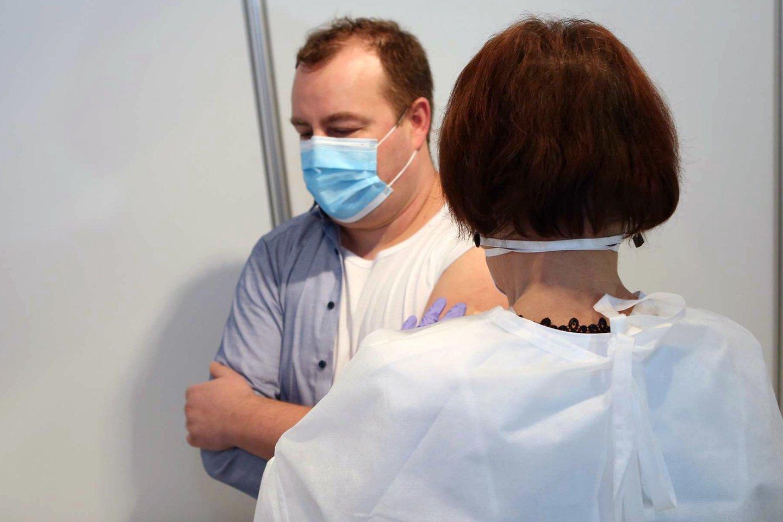 Valstybinė vaistų kontrolės tarnyba (VVKT) gavo informacijos, kad po vakcinacijos buvo fiksuotas mirties atvejis.<br>M.Patašiaus nuotr.