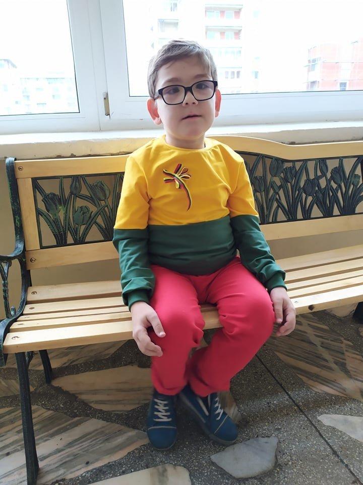 Praėjus po transplantacijų ketveriems metams Gustas yra laimingas, mėgstantis bendrauti berniukas.<br> Santoros klinikų nuotr.