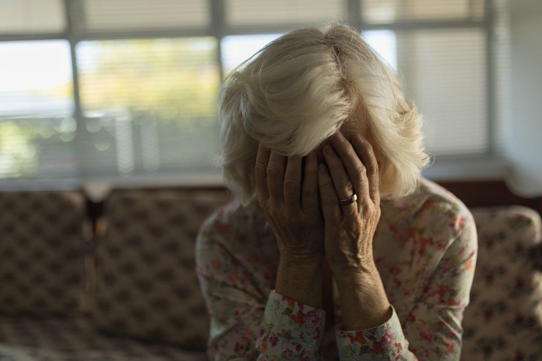Uošvei susirgus senatvine demencija situacija šeimoje pasidarė nepakeliama.<br>123rf.com asociatyvioji nuotr.