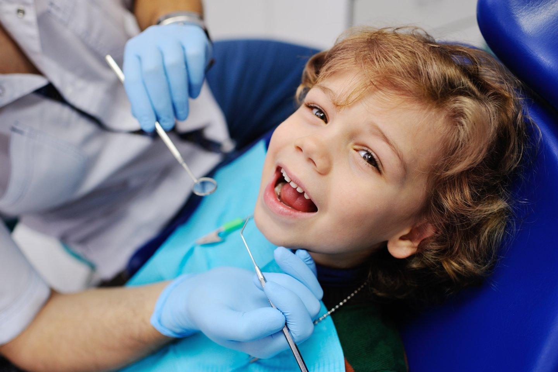 Vaikas pas odontologą.<br>123rf asociatyvioji nuotr.