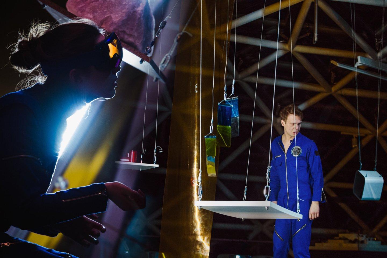 """Akimirka iš spektaklio """"Plutonas"""". Režisierius Paulius Markevičius.<br>D.Putino nuotr."""