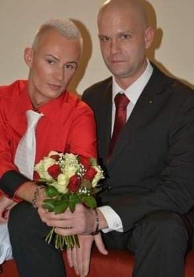 Po skyrybų su vyru Mindaugas Grudzinskas-Gocht gyvena vienas su dviem šeškais.<br>Asmeninio archyvo nuotr.
