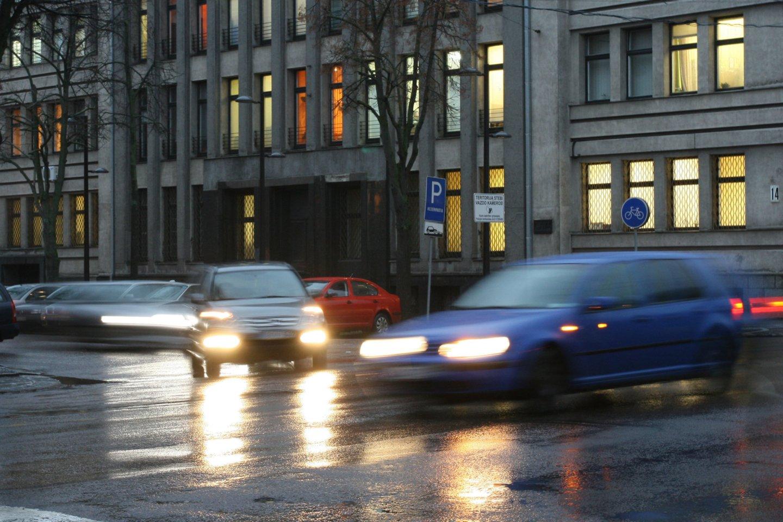 Ketvirtadienio naktį Lietuvoje eismo sąlygas sunkins plikledis, lijundra, kai kur susidarys rūkas.<br>M.Patašiaus nuotr.