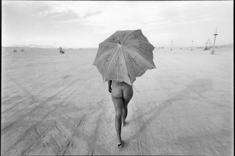 Paplūdimių lankytoja.<br>E.Jurčys.