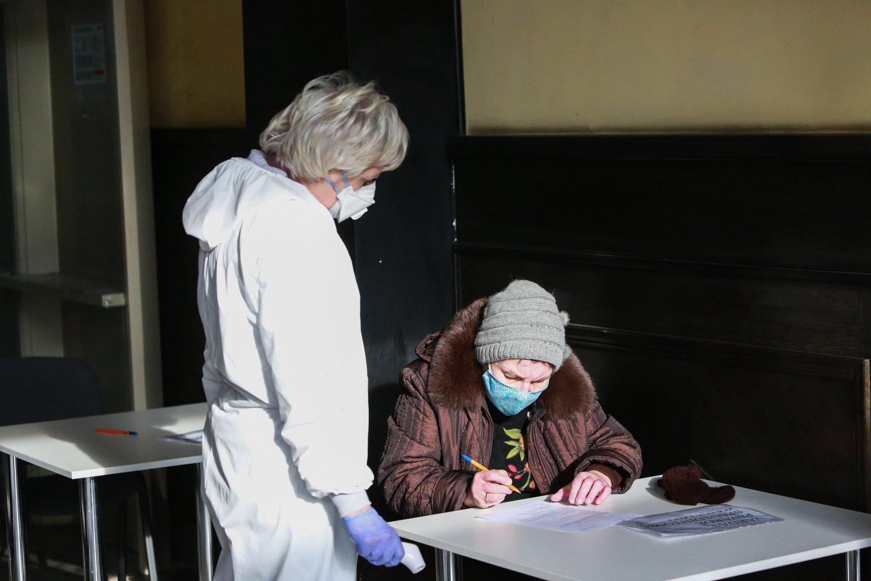 Skiepai, Kauno centrinis paštas, covid 19, pandemija, vakcina, skiepas, karantinas<br>G.Bitvinsko nuotr.