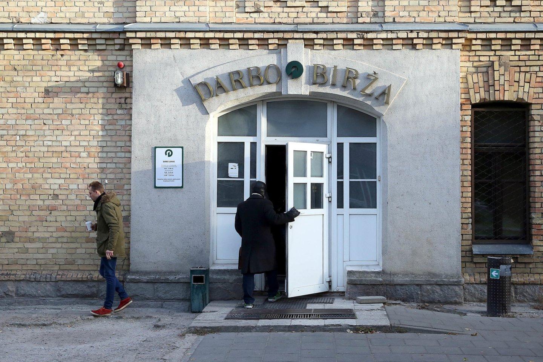 Prezidentas Gitanas Nausėda ketvirtadienį su profesinių sąjungų atstovais aptarė reikiamas priemones nedarbui mažinti po karantino.<br>R.Danisevičiaus nuotr.