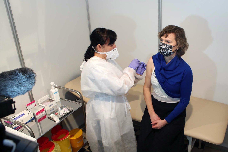 Iš viso dviem vakcinos dozėmis paskiepyti 2174 LSMU Kauno ligoninės darbuotojai.<br>M.Patašiaus nuotr.