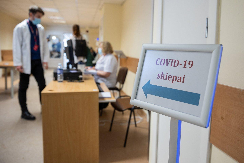 Iš viso dviem vakcinos dozėmis paskiepyti 2174 LSMU Kauno ligoninės darbuotojai.<br>S.Žiūros nuotr.