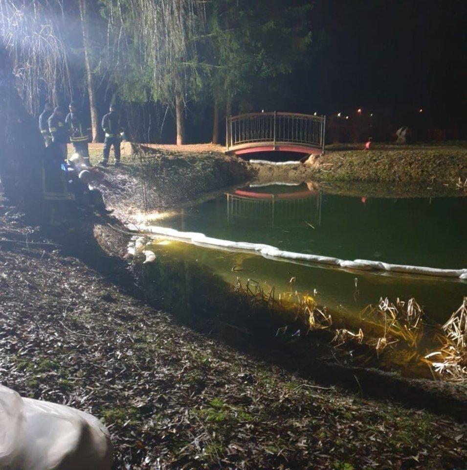 Į Salanto upę plūdo teršalai.<br>A. Kalniaus nuotr.