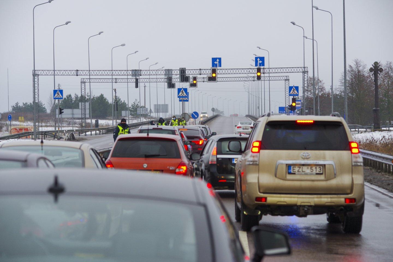 Šiaurinės gatvės tiesimui priešinasi Pašilaičių, Viršuliškių, Šeškinės ir Fabijoniškių gyventojai.<br>V.Ščiavinsko nuotr.
