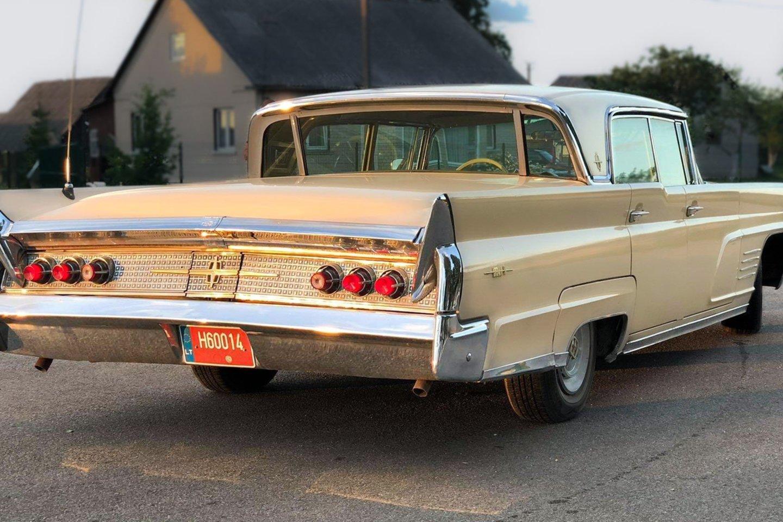 """Dainininkas neseniai įsigijo 1960-ųjų """"Lincoln Continental MK 5"""".<br>Asmeninio archyvo nuotr."""